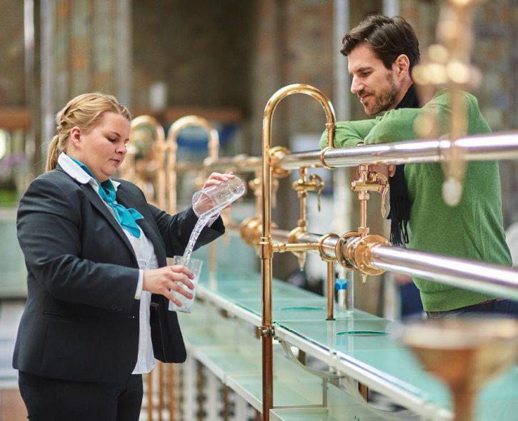 Beratung Heilwasser (c) Bayer. Staatsbad Bad Kissingen GmbH_Foto Heji Shin
