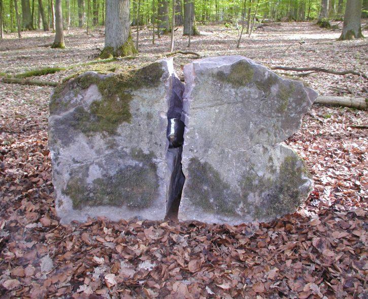 "Kunstwerk ""Kern"" auf dem ""Weg der Besinnung"" in Bad Kissingen, Künstler: Helmut Droll - Fotos Brigitte Droll"